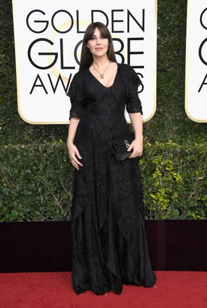 A atriz Monica Bellucci chega para o Globo de Ouro 2017, em Los Angeles