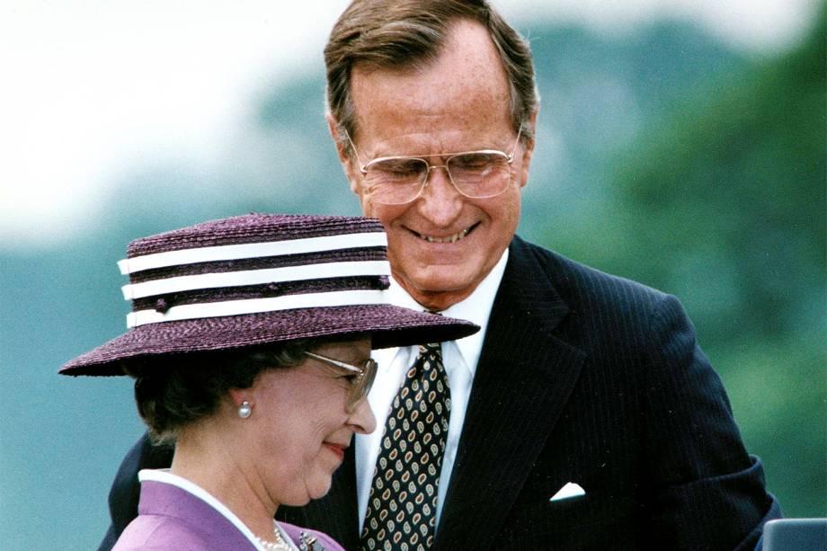 O então presidente dos Estados Unidos, George H.W.Bush, durante encontro com a rainha Elizabeth II, em Washington - 14/05/1991