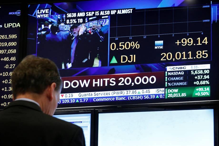 Um dos principais índices da bolsa de Nova Iorque, o Dow Jones Industrials, superou pela primeira vez a fasquia dos 20 mil pontos - 25/01/2017
