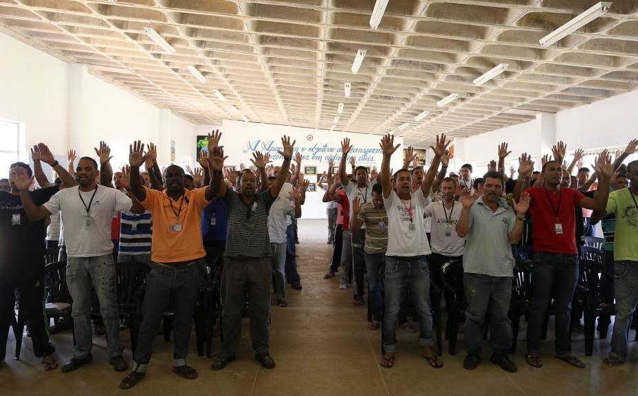 Os detentos recebem as visitas com uma oração - Foto: Sérgio Dutti