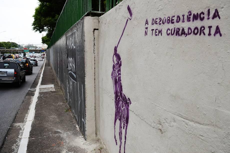 Grafite na Avenida 23 de Maio provoca o prefeito de São Paulo, João Doria