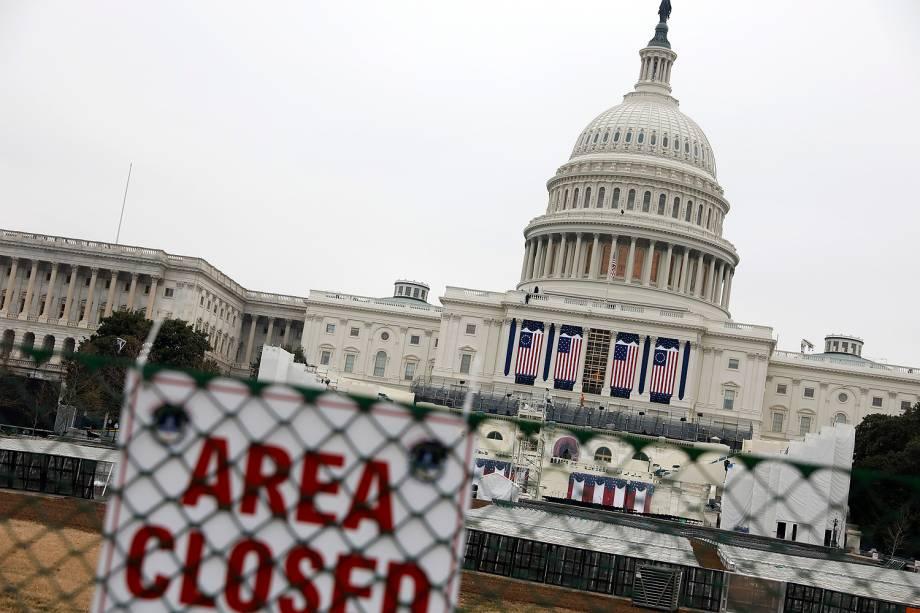 Área próxima ao Capitólio, em Washington, é cercada para os preparativos da posse de Donald Trump