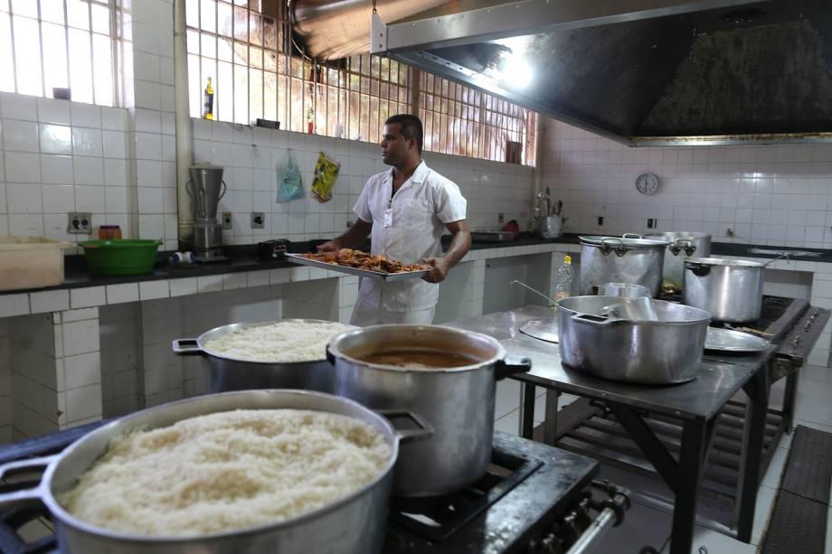A comida é de boa qualidade e é feita pelos próprios detentos, em sistema de rodízio - Foto: Sérgio Dutti