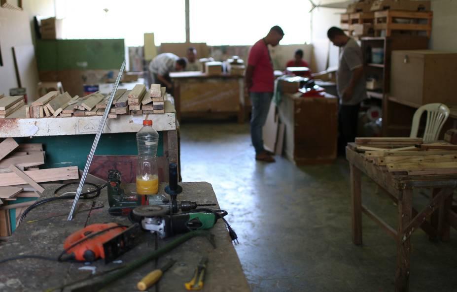 Nas oficinas, os presos podem usar qualquer tipo de ferramenta que desejem - Foto: Sérgio Dutti