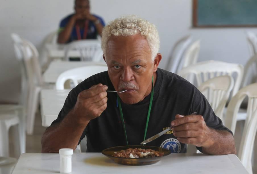 Os presos comem com talheres de inox - Foto: Sérgio Dutti
