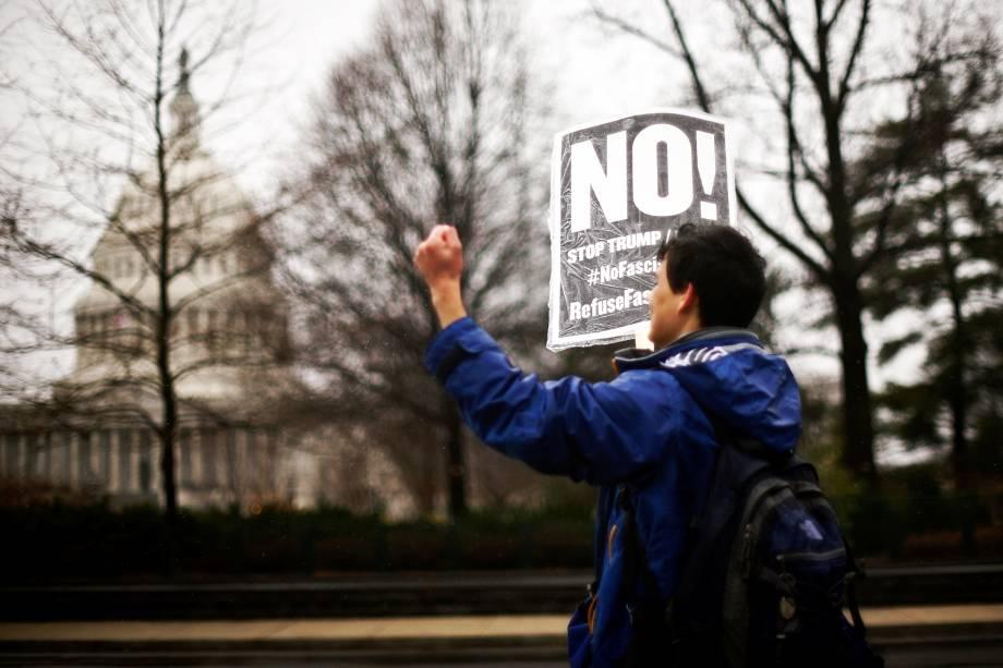 Protestos contra o presidente Donald Trump em frente à Casa Branca, em Washington - 23/01/2017