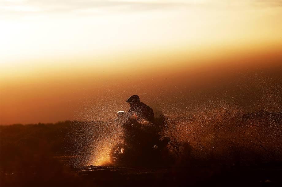 O piloto francês Michael Metge durante o oitavo dia do Rali Dakar 2017, entre as cidades de Uyuni, na Bolívia, e Salta, na Argentina - 10/01/2017