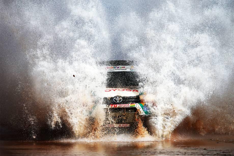 O piloto boliviano Alberto Rodrigo Gutierrez durante o oitavo dia do Rali Dakar 2017, entre as cidades de Uyuni, na Bolívia, e Salta, na Argentina - 10/01/2017