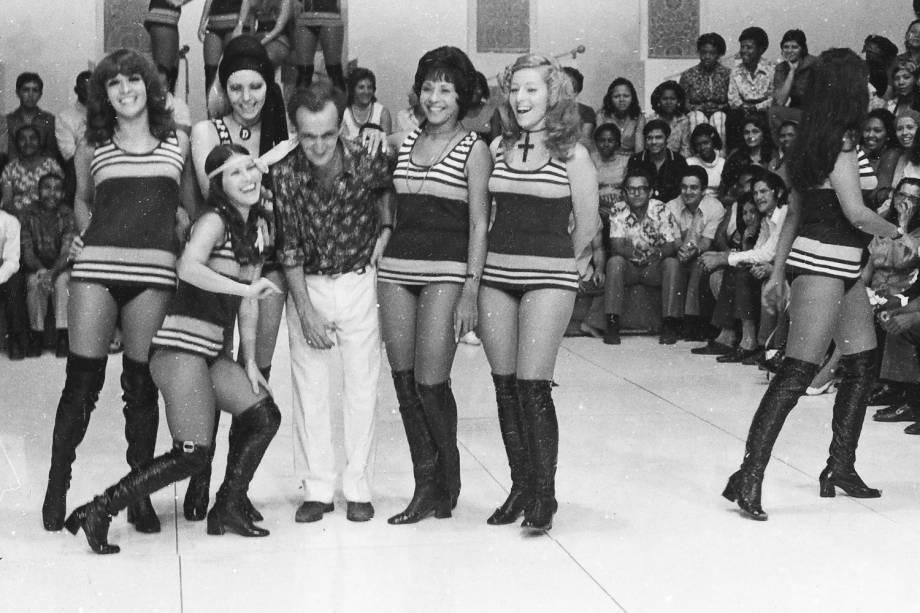 Russo com Chacretes no programa do Chacrinha, da Rede Globo - 10 / 08 / 1971