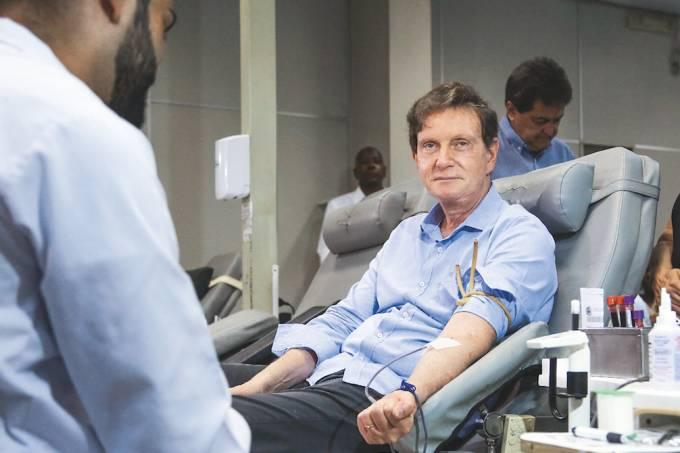 Dando o sangue: No Rio, Crivella falou cinco vezes em crise na posse, palavra que Eduardo Paes não usou em 2013
