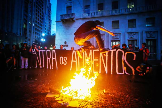 Passe livre – Protesto e queima de catraca