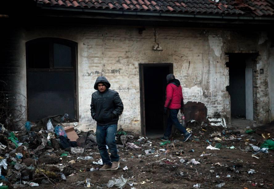 Estima-se que cerca de 1.000 imigrantes estejam em situações extremas sob um frio de menos 20 gruas celsius, em Belgrado, Sérvia