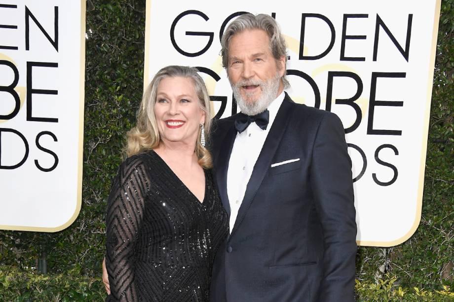 O ator Jeff Bridges e a sua esposa Susan Geston Bridges chegam para o Globo de Ouro 2017, em Los Angeles