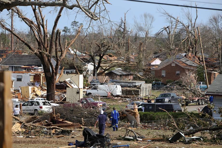 Tempestades e tornados deixaram ao menos 18 pessoas mortas no sul dos Estados Unidos no fim de semana. Na foto destruição do Tornado em Hattiesburg, no Mississippi- 23/01/2017