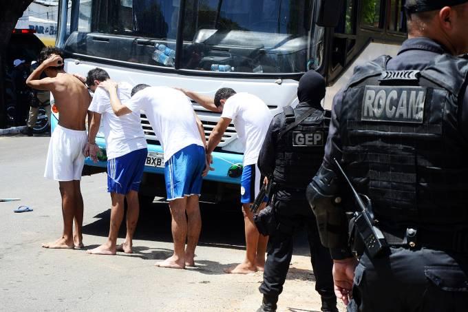 Transferência de presos do Complexo Penal Doutor João Chaves, em Natal (RN)