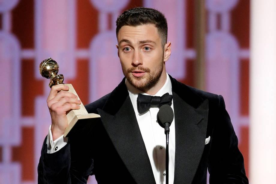 O ator Aaron Taylor-Johnson recebe o prêmio de melhor ator coadjuvante em filme