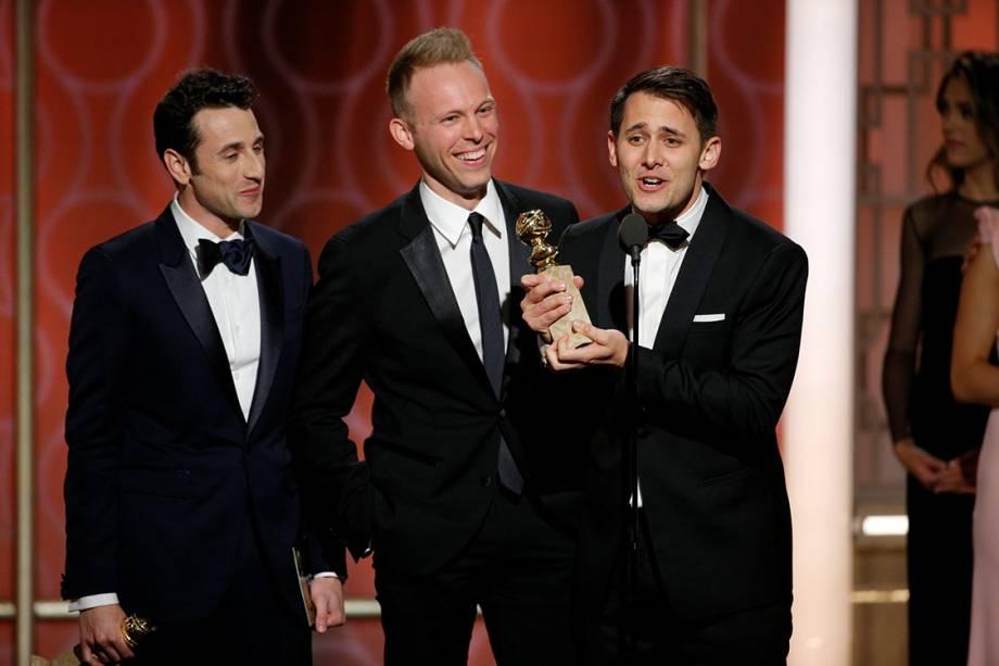 Justin Hurwitz, Benj Pasek e Justin Paul recebem o prêmio de de melhor trilha sonora po 'La La Land'