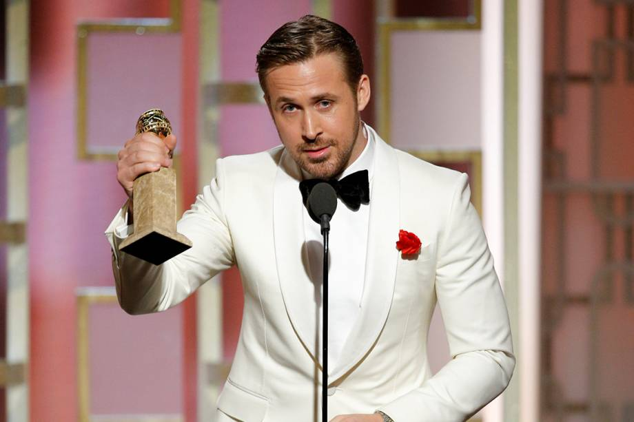 O ator Ryan Gosling recebe o Globo de Ouro de melhor ator em filme cômico ou musical por 'La La Land'