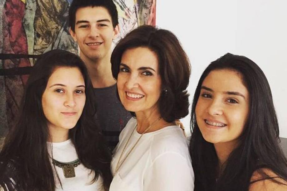 Fátima Bernardes com os filhos Vinícius, Lara e Beatriz
