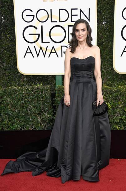 A atriz Winona Ryder chega para o Globo de Ouro 2017, em Los Angeles