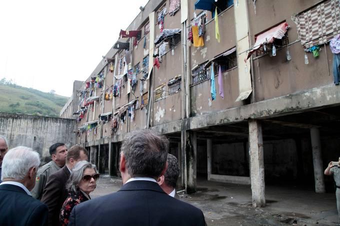Ministra Cármen Lúcia faz visita surpresa ao Presídio central de Porto Alegre  – 18/11/2016