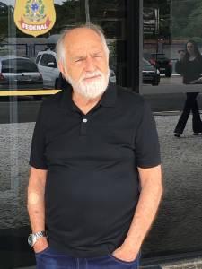 Ary Fontoura caracterizado de Lula na sede da Polícia Federal, em Curitiba. Foto: Jefferson Coppola/VEJA