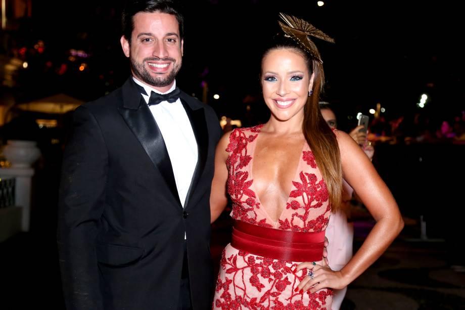 A atriz Renata Dominguez e o namorado, o advogado Márcio Bruzzi, no Copacabana Palace