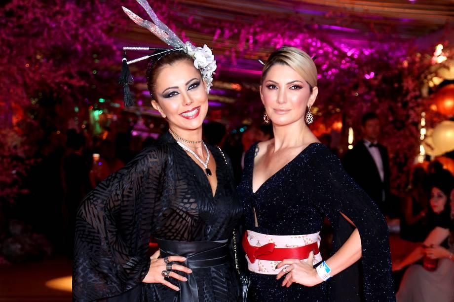 A atriz Antônia Fontenelle e a cantora Simone Sampaio, no Copacabana Palace, no Rio