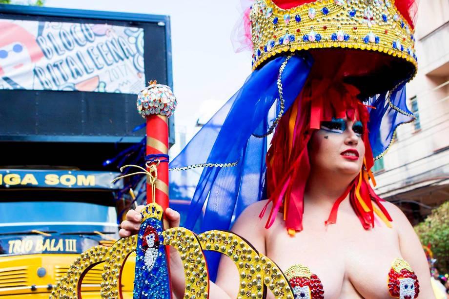 """Madrinha do bloco """"Ritaleena"""", Cherry Pop, durante o desfile de pré-carnaval em São Paulo - 18/02/2017"""