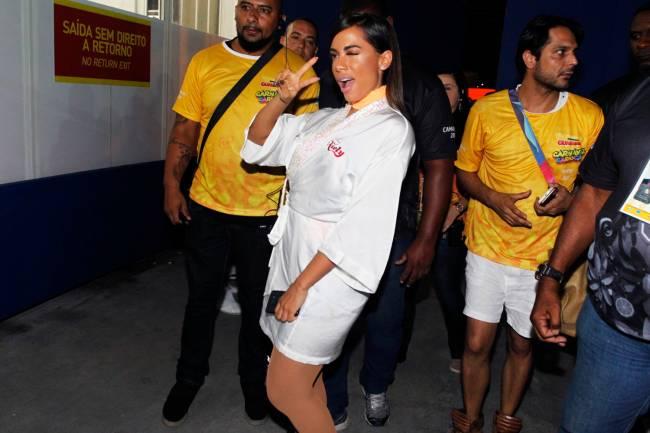 A cantora Anitta chega para show no Camarote Guanabara - 27/02/2017