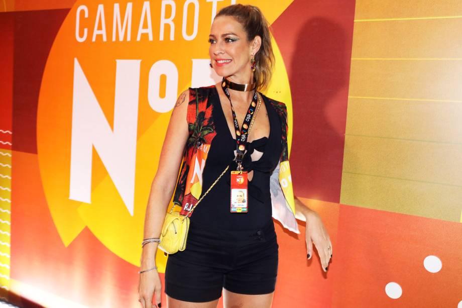 A atriz Luana Piovani posa para foto em camarote na Marquês de Sapucaí - 27/02/2017