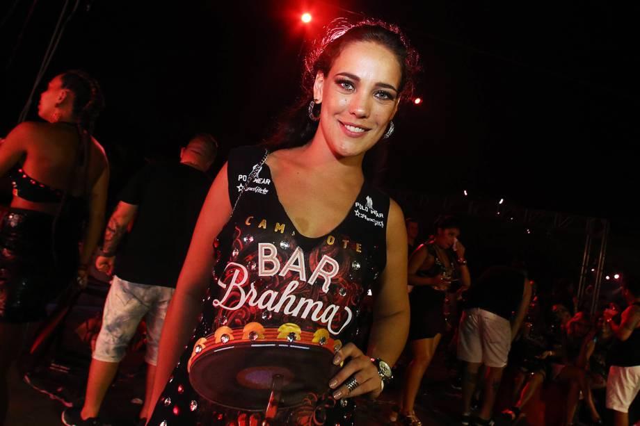 A atriz Adriana Birolli posa para foto em camarote no Sambódromo do Anhembi - 26/02/2017