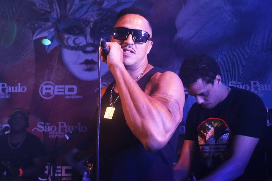O rapper Mano Brown se apresenta no camarote 'São Paulo Samba e Carnaval', localizado no Sambódromo do Anhembi - 26/02/2017