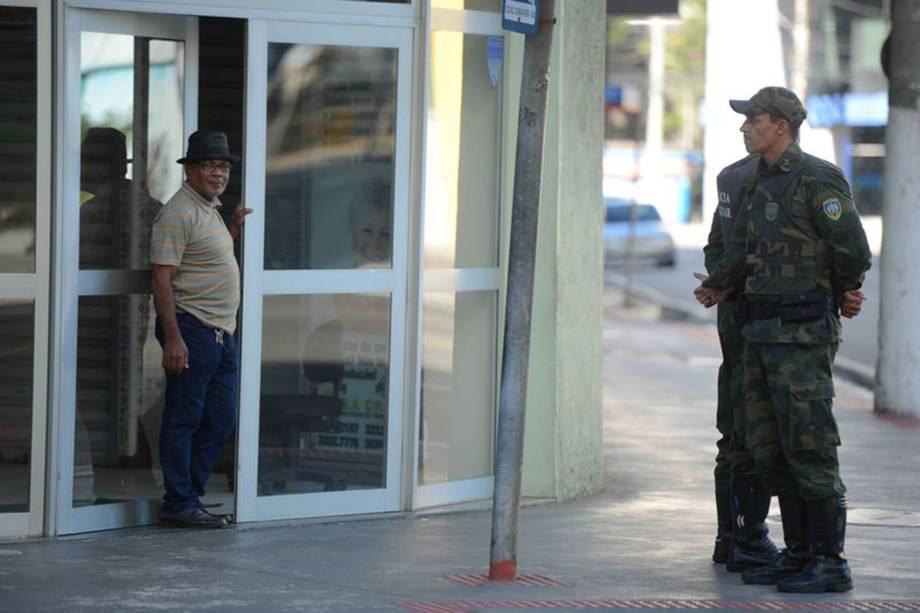 Policiais militares de férias e de folga voltam às ruas em Vitória (ES) - 11/02/2017