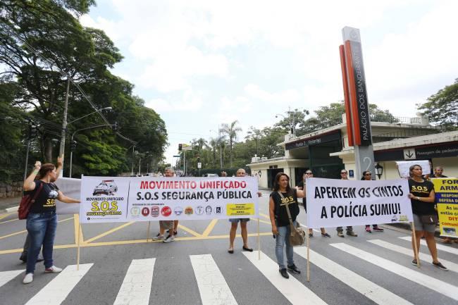 Protesto familiares PMs em frente ao Palácio dos Bandeirantes