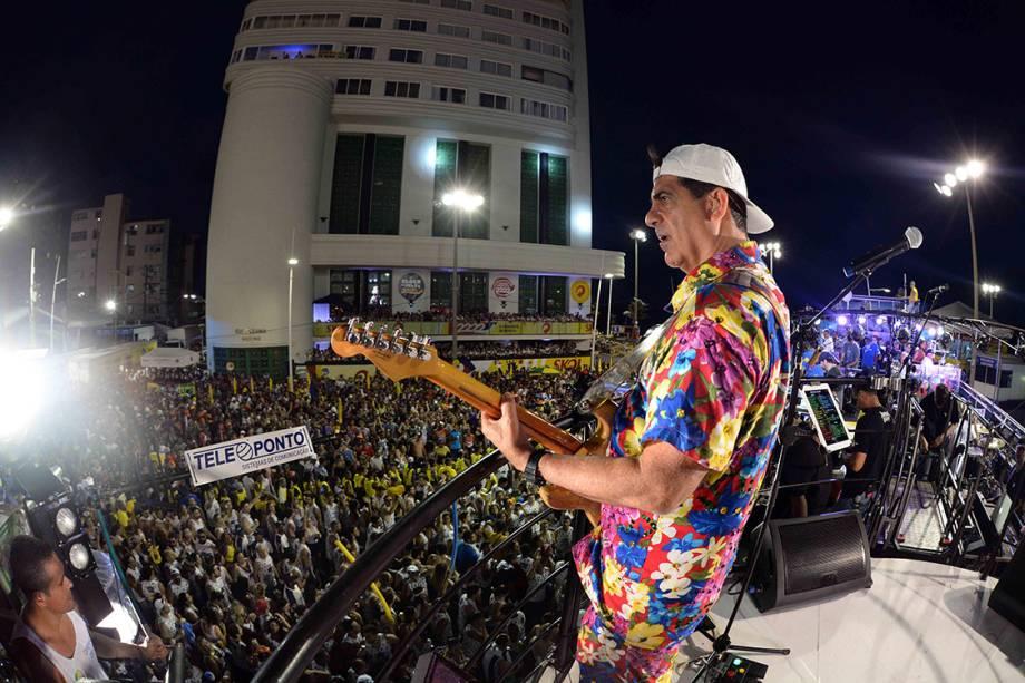 Durval Lelys desfila no bloco Me Abraça no circuito Barra-Ondina, em Salvador