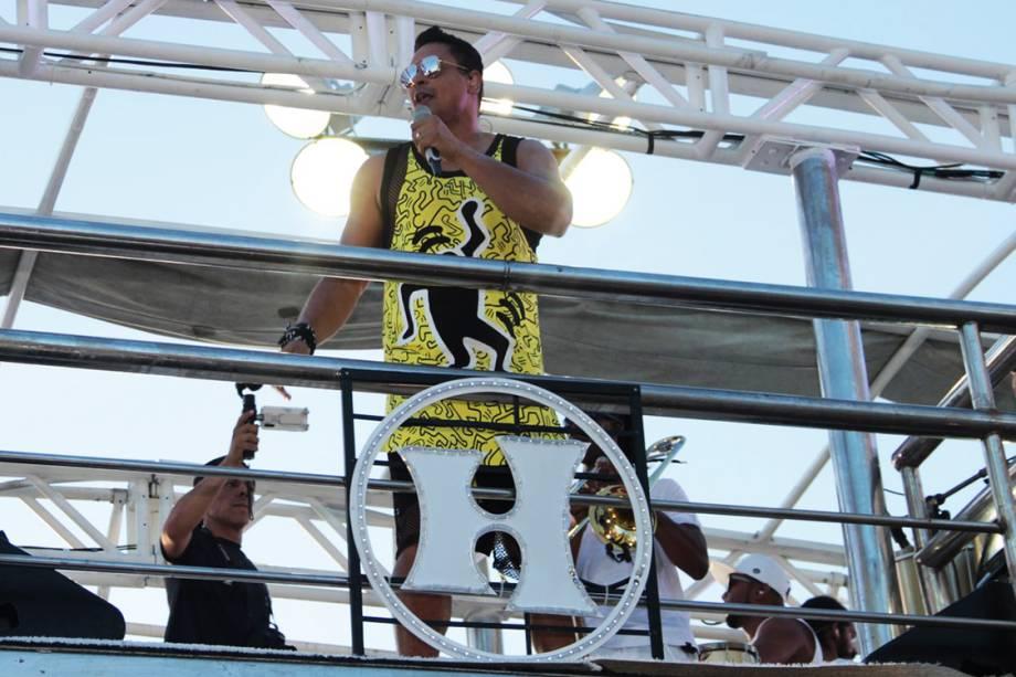 Xanddy e o grupo Harmonia do Samba com o bloco Meu e Seu passam pelo circuito barra ondina, em Salvador