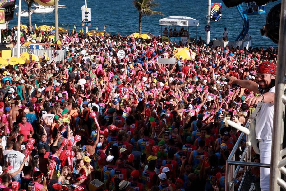 Bell Marques agita a multidão no domingo de Carnaval, em Salvador