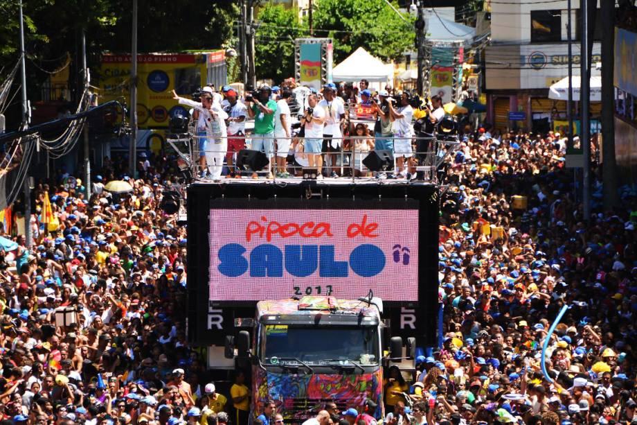 Saulo abre desfiles de domingo no Campo Grande, durante o Carnaval 2017, em Salvador
