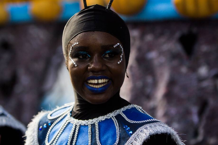 Rosas de Ouro fecha o desfile de carnaval no Sambódromo Anhembi, no segundo dia de carnaval em São Paulo