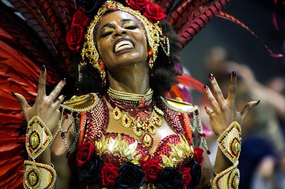 Com o enredo 'No xirê do Anhembi, a Oxum mais bonita que surgiu. Menininha, mãe da Bahia Ialorixá do Brasil', a escola de samba Vai-Vai desfila no Sambódromo do Anhembi, em São Paulo - 26/02/2017
