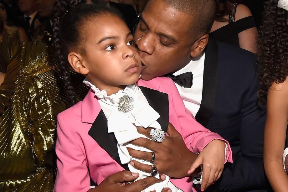 Blue Ivy Carter e Jay Z durante a cerimônia da 59ª edição da maior premiação da música no Staples Center, em Los Angeles, nos Estados Unidos - 12/02/2017