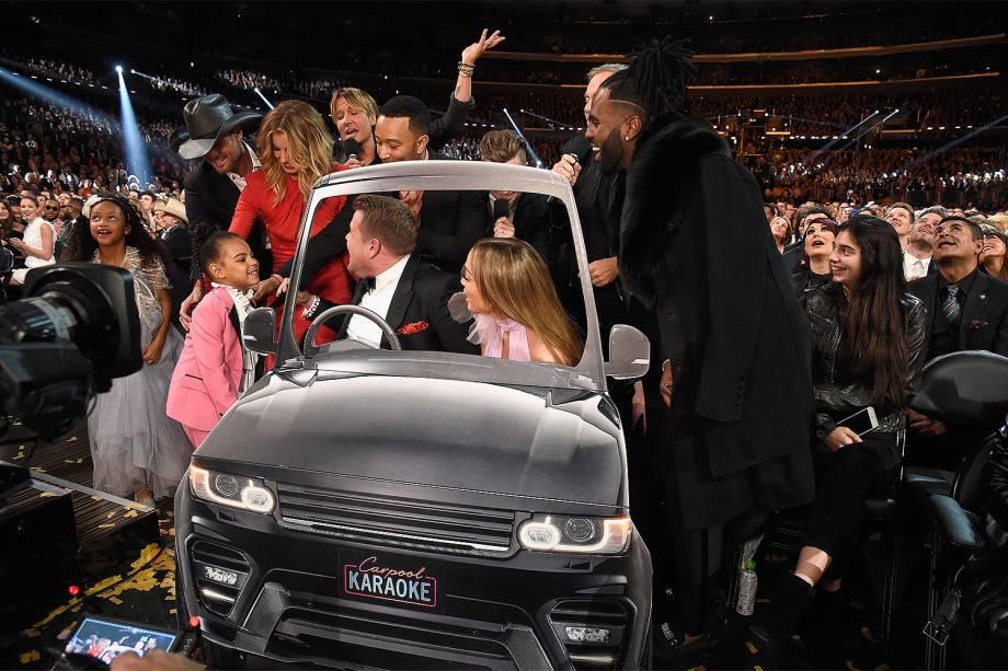 James Corden e Jennifer Lopez durante a cerimônia da 59ª edição do Grammy no Staples Center, em Los Angeles, nos Estados Unidos - 12/02/2017