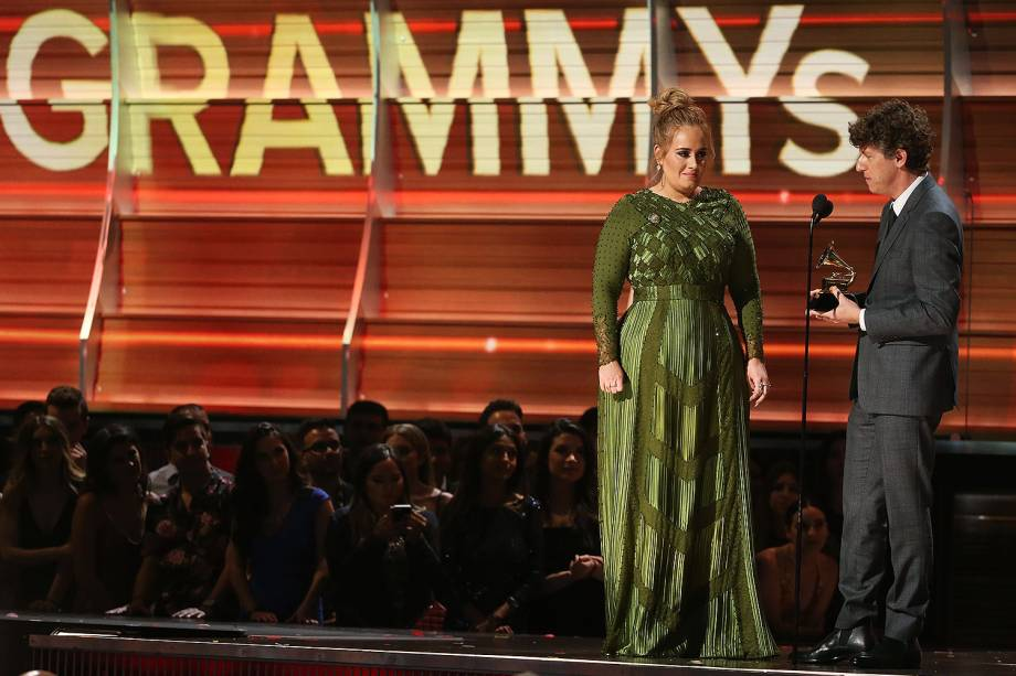 A cantora Adele durante a cerimônia da 59ª edição do Grammy no Staples Center, em Los Angeles, nos Estados Unidos - 12/02/2017