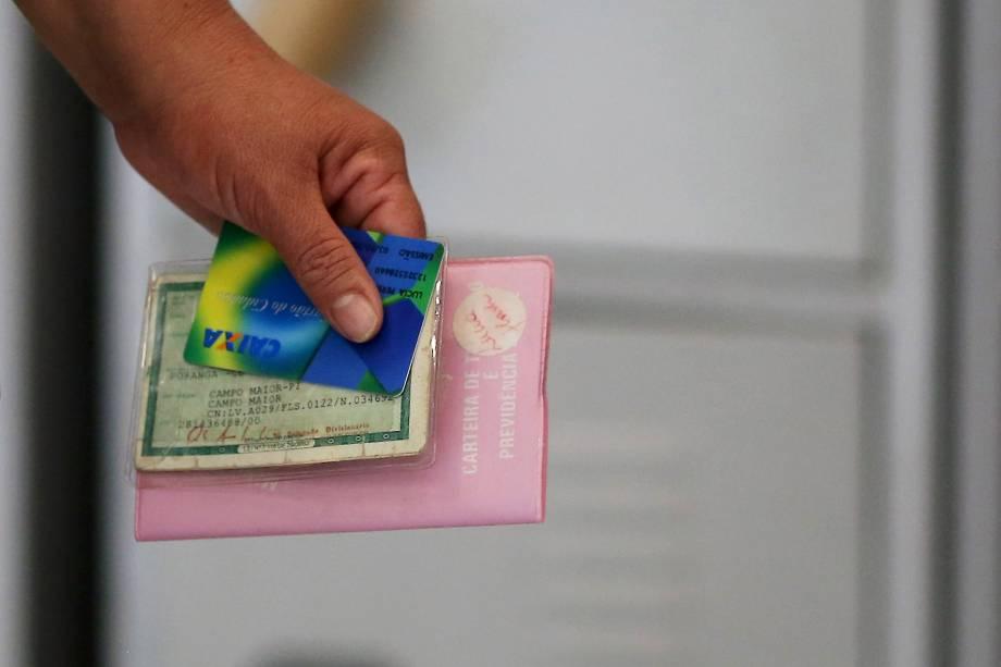 Cartão do Cidadão é usado em caixa eletrônico para informações e saque do FGTS
