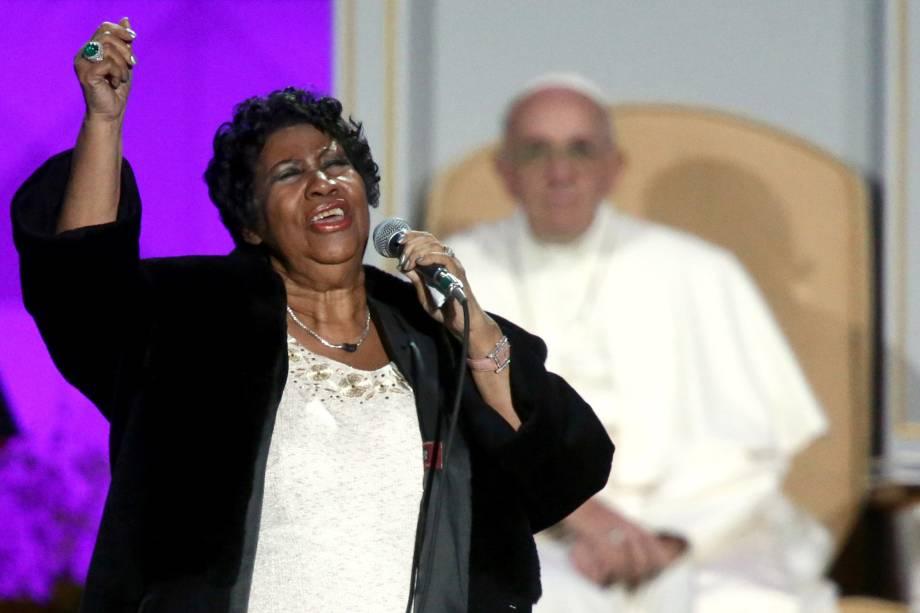 Aretha Franklin durante apresentação no Festival da Família, na visita do papa Francisco aos Estados Unidos em 2015
