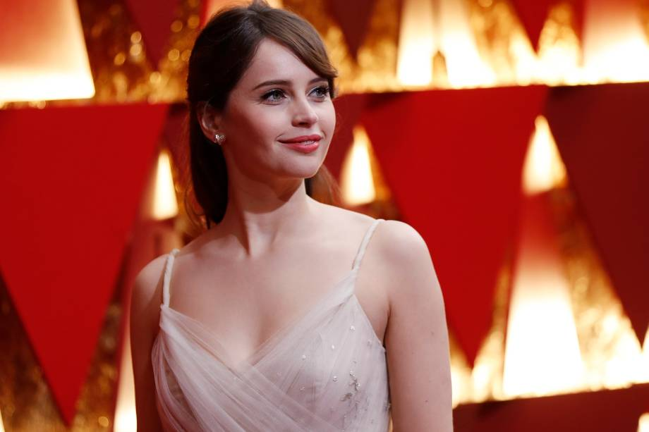 Felicity Jones do filme 'Rogue One: Uma História Star Wars' na chegada para a premiação do Oscar - 26/02/2017