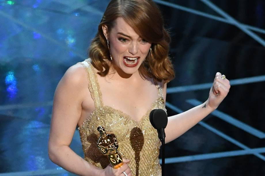 Emma Stone recebe o prêmio de Melhor Atriz pelo filme 'La La Land: Cantando Estações' - 27/02/2017