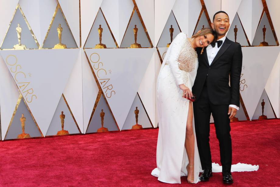 Chrissy Teigen e John Legend no tapete vermelho do Oscar - 26/02/2017