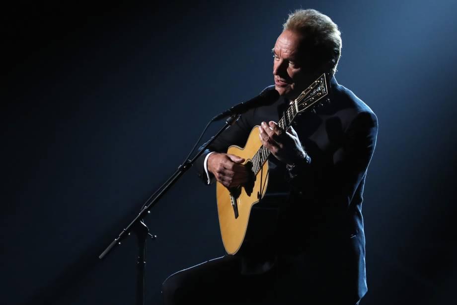 O cantor Sting apresenta a canção The Empty Chair do filme 'Jim: The James Foley Story' durante a cerimônia do Oscar - 26/02/2017